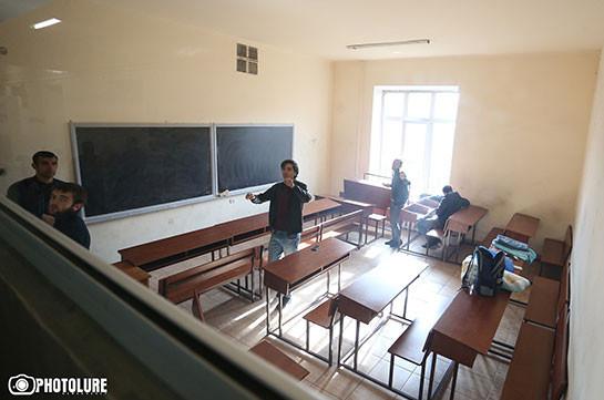 Արարատ Միրզոյանի՝ «Time out» վերցնելու և ուսանողներին լսելու առաջարկը մնաց անարձագանք