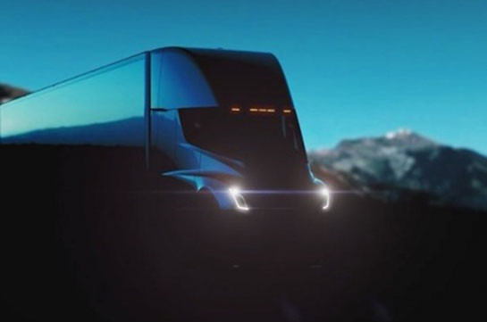 Tesla Semi: Илон Маск продемонстрировал электрический фургон