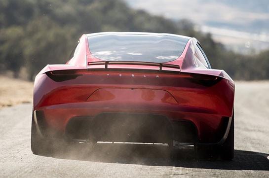 Илон Маск намекнул, что новый Tesla Roadster сумеет летать
