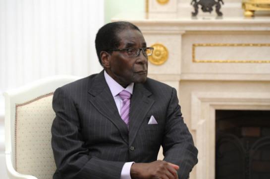 Президент Зимбабве Мугабе ушел в отставку после 37 лет правления
