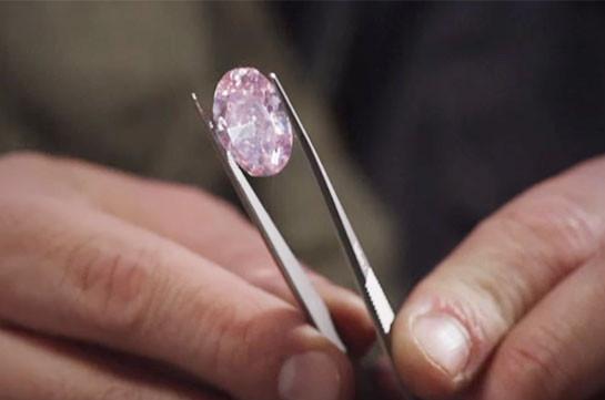 За32 млн. долларов продали редкостный розовый бриллиант