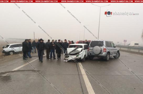 На автотрассе Ереван-Ерасхаван столкнулись сразу 53 автомобиля