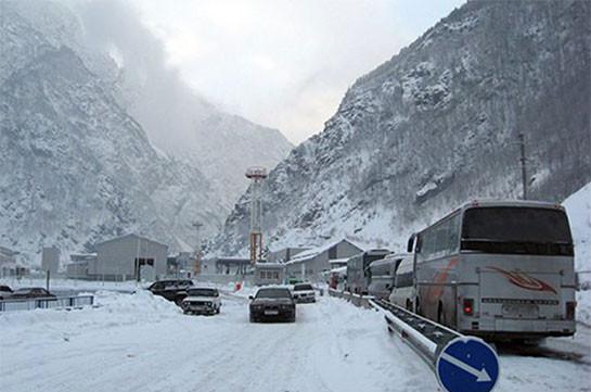Дорога Степанцминда – Ларс закрыта для всех видов транспорта из-за опасности схода Лавин