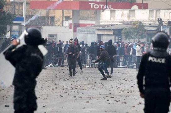 В Тунисе арестовали почти 800 участников протестов