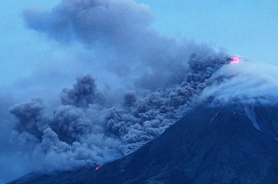 На Филиппинах почти 40 тысяч человек покинули дома из-за вулкана