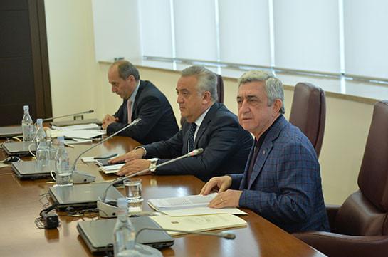 Президент Франции призвал Алиева иСаргсяна куступкам