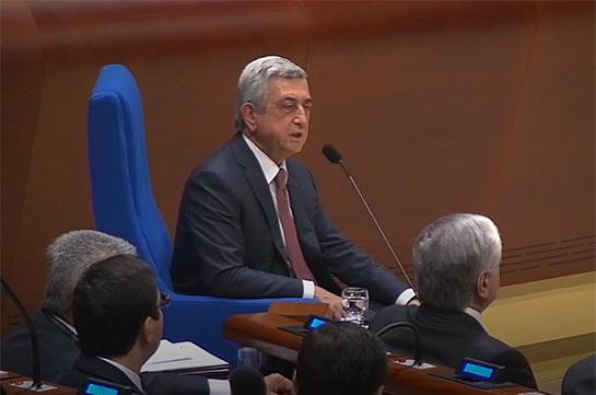 Серж Саргсян: Международное сообщество может помочь Азербайджану освободиться от иллюзий