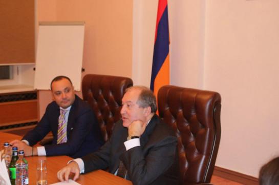 Армен Саркисян встретился в Москве с армянскими студентами