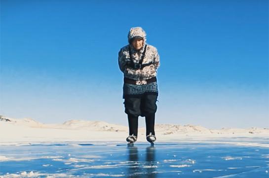 76-ամյա թոշակառուն սահում է սառցակալած Բայկալի վրա (Տեսանյութ)