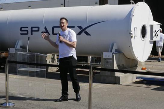 SpaceX и Tesla удалили страницы в фейсбуке после твитов Маска
