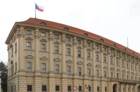 Чехия поддержала военную операцию США, Франции и Великобритании в Сирии