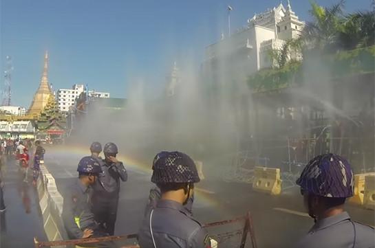 Մյանմայում տոնում են ջրի փառատոնը ( Տեսանյութ)