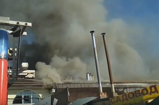 Հրշեջները մեկուսացրել են Նալչիկի կենտրոնական շուկայում բռնկված հրդեհը (Տեսանյութ)