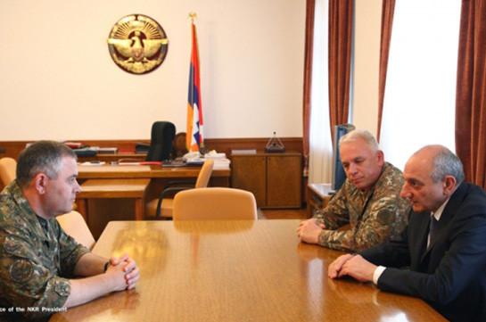 Президент НКР обсудил вопросы армейского строительства с начальником ГШ ВС Армении