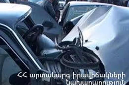 Շինարարների և Ջանիբեկյան փողոցների խաչմերուկում բախվել է 3 ավտոմեքենա. տուժածը հոսպիտալացվել է