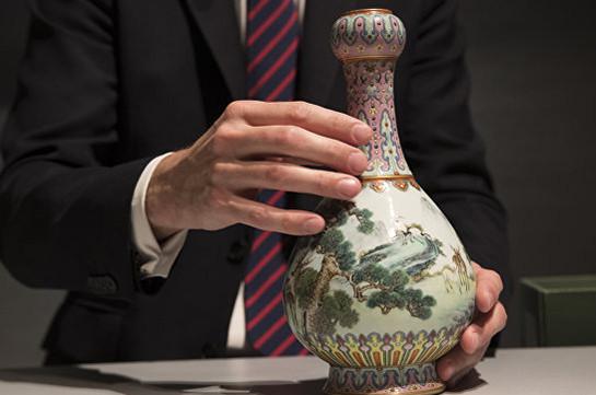 В Париже за рекордную сумму продали найденную на чердаке вазу (Видео)