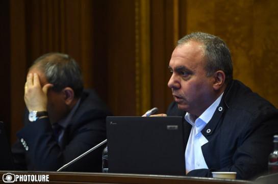 В будущем мы можем потерять и Карабах, и родину – Пашинян не отвечает на звонки Багратяна, он вынужден был опубликовать «статус»