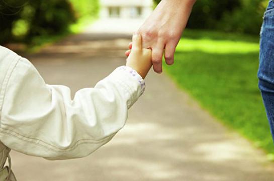 Կանադայում երեք քաղաքացիները մեկ երեխայի ծնողներ են դարձել