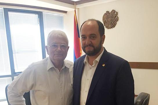 Министр образования и науки принял всемирно известного ученого Юрия Оганесяна