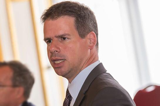 Франция не поставляет вооружение в конфликтные зоны – посол