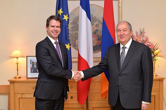 Президент Армении поздравил Францию с наступающим национальным праздником