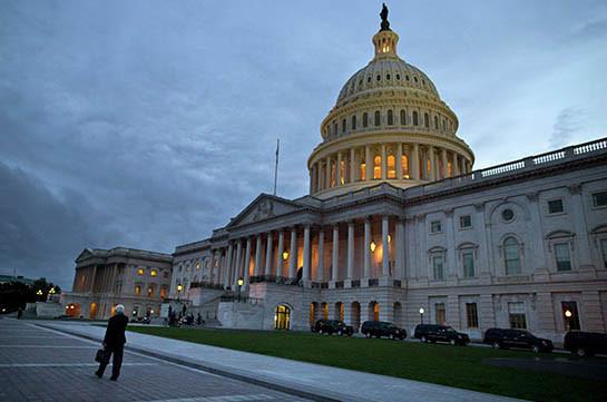 Сенат США принял резолюцию о защите граждан от допросов иностранных властей