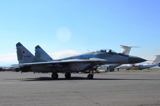Российские летчики истребителей МиГ-29 выполнили перехват воздушных целей в небе над Арменией