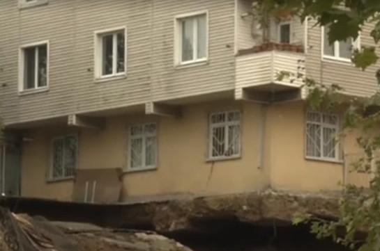 В Стамбуле рухнул четырехэтажный жилой дом