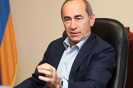Кочарян готовится к пресс-конференции на фоне акции протеста