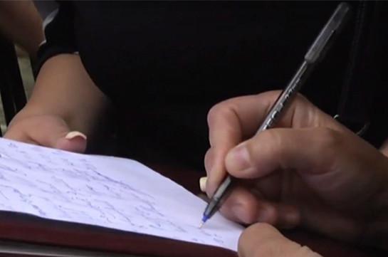 Քոչարյանի ազատ արձակման դեմ բողոքի ակցիայի մասնակիցները ստորագրահավաք են սկսել Վերաքննիչ դատարանի դատավոր Ալեքսանդր Ազարյանի լիազորությունները կասեցնելու պահանջով