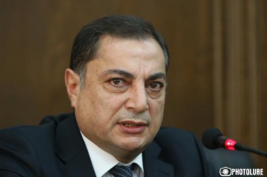 Ваграм Багдасарян прокомментировал слухи о намерении Сержа Саргсяна уехать из Армении