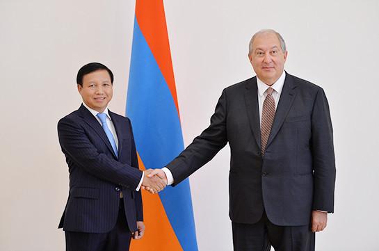 Новоназначенный посол Вьетнама в Армении вручил свои верительные грамоты президенту Саркисяну
