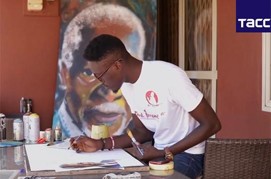 Հիշատակ՝ դիմանկարում. Գանայում նկարիչը պատկերում է Քոֆի Անանին