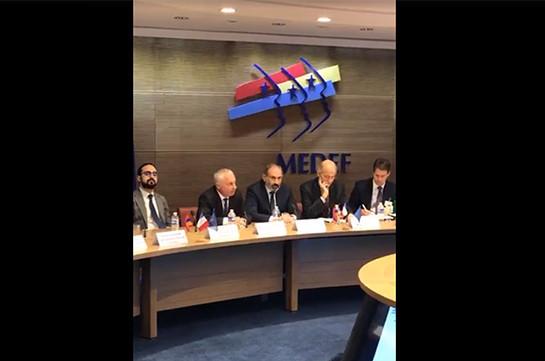 Те, кто занимается политикой, не должны заниматься бизнесом – Никол Пашинян (Видео)