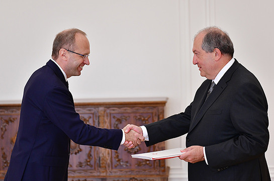 Switzerland's Ambassador hands over credentials to Armenia's President