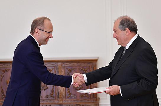 Switzerland's Ambassador hands over credentials to Armenia's President