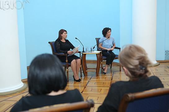 Анна Акопян призвала жен нынешних и бывших должностных лиц передать свои украшения в дар фонду Арменака Уруфяна