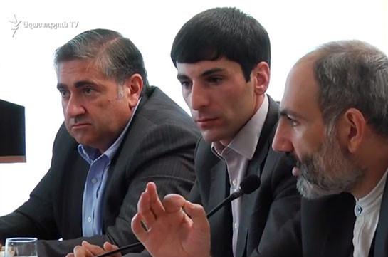 Мы собрались в самой крупной области и не владеем самыми примитивными данными – Никол Пашинян губернатору Арарата