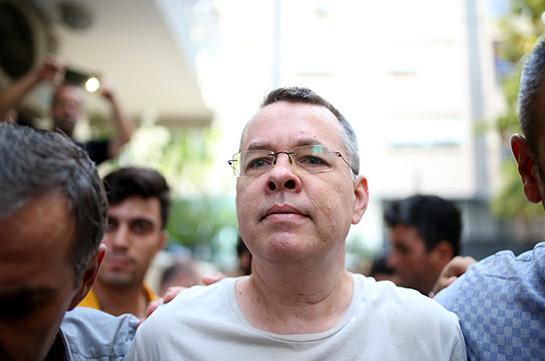Освобожденный судом пастор Брансон вылетел из Турции