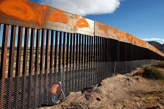 Միգրանտները քանդել են Մեքսիկայի հետ սահմանին գտնվող պատը