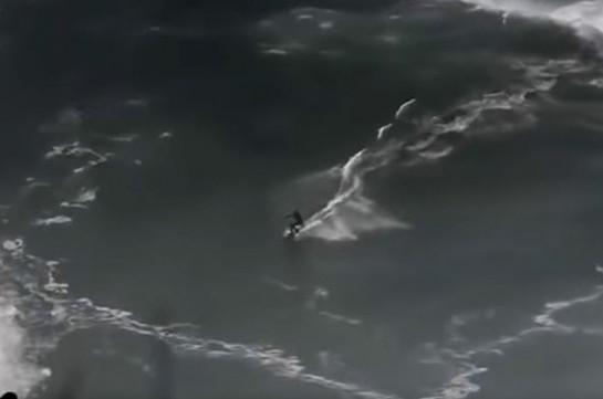 Պորտուգալիայում սերֆերը հազիվ է փրկվել վիթխարի ալիքից