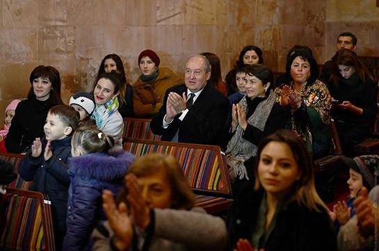 Նախագահ Արմեն Սարգսյանը Գյումրիում այցելել է Ստեփան Ալիխանյանի անվան տիկնիկային թատրոն