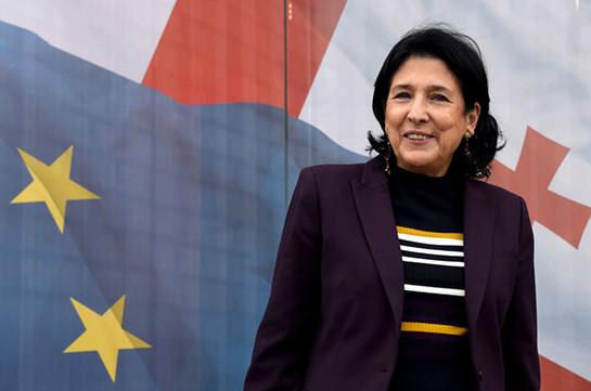 Лавров желает новоизбранному президенту Грузии добиться хороших отношений сРоссией