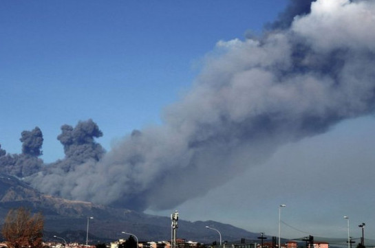 10 injured as quake from Mount Etna jolts Sicily
