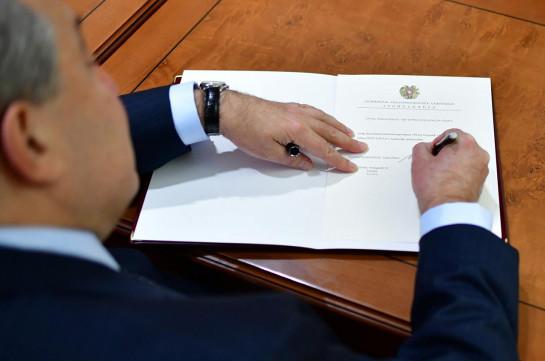 Nikol Pashinyan appointed Armenia's PM: president signs the decree