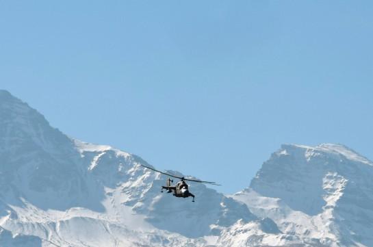Летчики ударно-боевых вертолетов ЮВО уничтожили бронетехнику условного противника в горах Армении