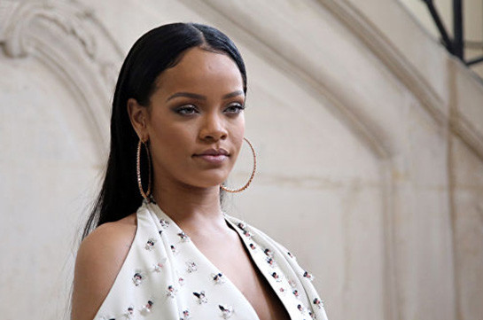 Rihanna takes father to court in trademark dispute