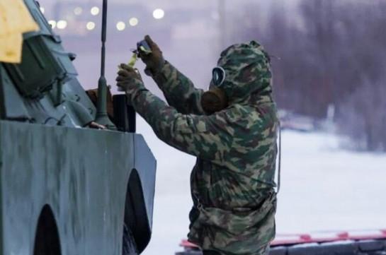 В Армении военнослужащие РХБЗ ЮВО отрабатывают эвакуацию из условно неисправной военной техники