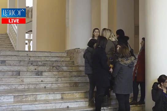 Կառավարության անդամների ճեպազրույցները լրագրողների հետ (Տեսանյութ)