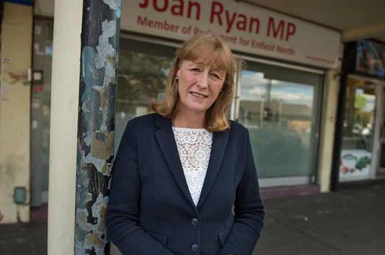 Переживающую раскол Лейбористскую партию Великобритании покинул восьмой депутат